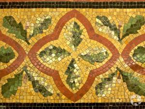 Motif en mosaïque sur le plancher du Musée.