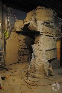 Entrée de la grotte en construction.