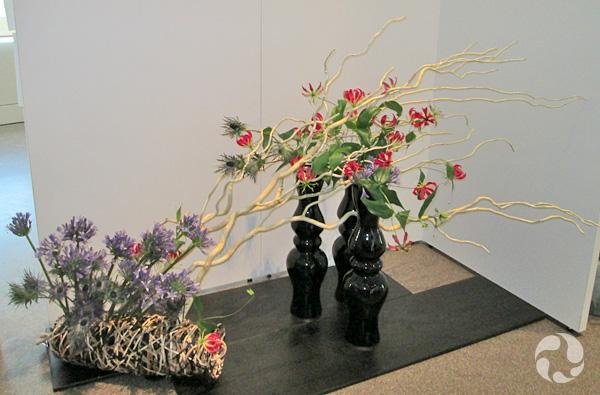Un arrangement Ikebana de l'école Sogetsu.