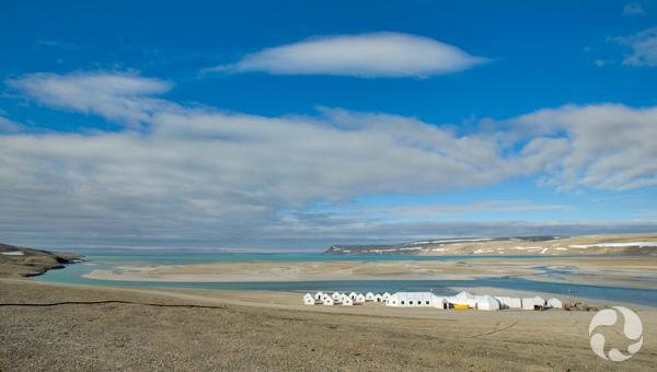 L'auberge Arctic Watch, sur les rives de l'anse Cunningham.