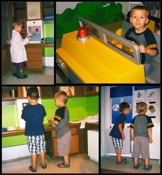 Collage de photos montrant deux jeunes garçons s'amusant dans la Galerie des oiseaux.