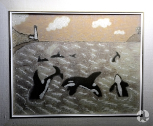 Illustration montrant plusieurs orques (Orcinus orca) en train de sauter et de nager dans une baie près d'un phare.
