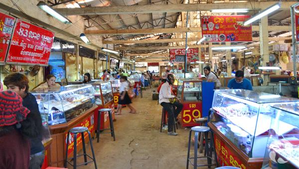 Vue du marché à Ban Lung, où on vend des pierres précieuses.