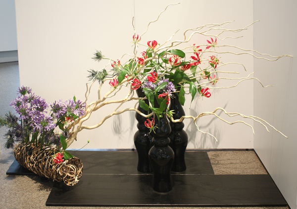 Un arrangement d'art floral ikebana.