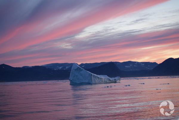 Coucher du soleil et iceberg près de Nachvak Fjord, Labrador