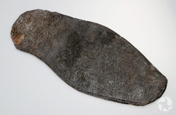 Un morceau de cuir plat.