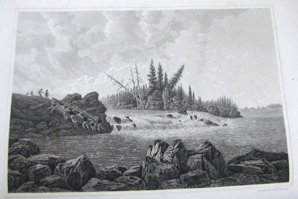 Illustration en noir et blanc. Des hommes font du portage pour contourner une chute.