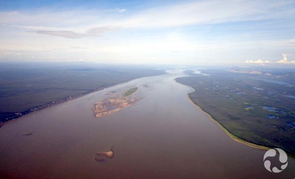 Vue aérienne du fleuve Mackenzie.