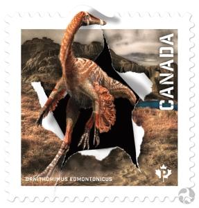 Gros plan du timbre mettant en vedette Ornithomimus edmontonicus. Les visiteurs à la Galerie des fossiles du musée peuvent voir le squelette de ce dinosaure. Image : © Postes Canada