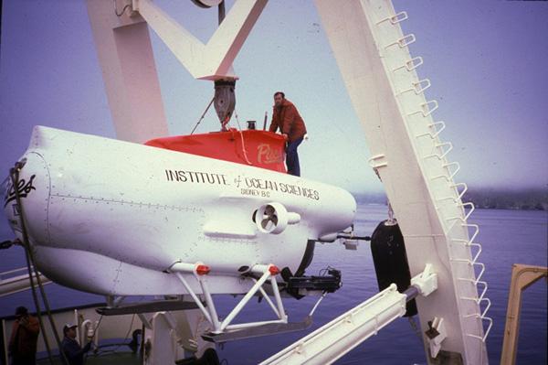 Mise à l'eau du submersible PISCES IV.