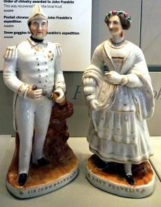 Deux figurines en porcelaine.