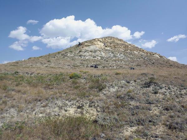 L'équipe du Musée sur une colline ans le parc national des Prairies