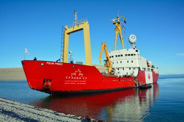 Le Polar Prince, navire à moteur de l'expédition Canada C3,